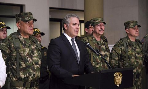 Handout picture released by the Colombian presidency's press office shows Colombian President Ivan Duque (C) speaking on September 12, 2019, in Popayan, Colombia, about the death of aka