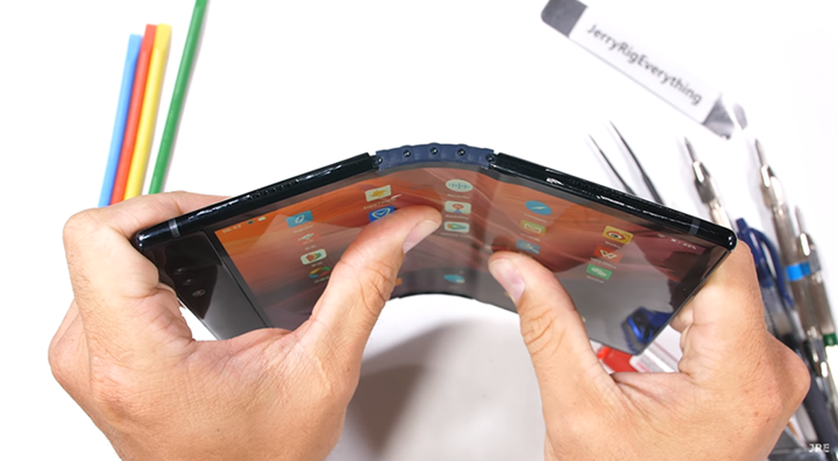 YouTube: What happens if you flip a collapsible smartphone